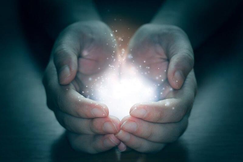 """""""A tanuló korlátlanul képes fogadni az univerzum életenergiáját."""" – Minden, amit a Gendai Reiki módszerről tudni érdemes"""